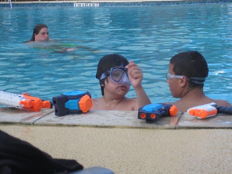 SuperSoaker im Pool